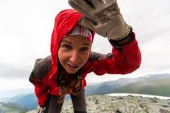 Το Trekker εξετάζει τη κάμερα Στοκ εικόνα με δικαίωμα ελεύθερης χρήσης