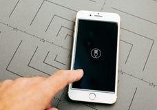 Το Uber τρώει τα τρόφιμα app στο iPhone 7 συν τα προγράμματα εφαρμογών Στοκ εικόνες με δικαίωμα ελεύθερης χρήσης