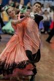 Το Vinyatckiy Ρωμαίος και Gurchenko Anna εκτελεί το τυποποιημένο πρόγραμμα νεολαία-2 για το εθνικό πρωτάθλημα Στοκ Φωτογραφία