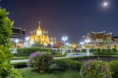 Το Wat Ratchanadda, τη νύχτα, ανοίγει τα όμορφα φω'τα στοκ φωτογραφία με δικαίωμα ελεύθερης χρήσης
