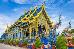 Το Wat Rong Sua οι Δέκα ναός με το υπόβαθρο μπλε ουρανού, επαρχία Chiang Rai, Ταϊλάνδη, αυτό είναι ένας δημοφιλής προορισμός στοκ εικόνα με δικαίωμα ελεύθερης χρήσης