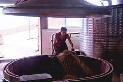 Το winemaker από τα κινεζικά αρχαία χωριά Στοκ εικόνα με δικαίωμα ελεύθερης χρήσης