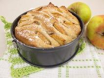Τράβηγμα-χώρια-ψωμί της Apple στο τηγάνι κέικ Στοκ φωτογραφία με δικαίωμα ελεύθερης χρήσης
