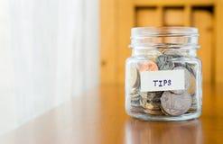 Τράπεζα γυαλιού για τις άκρες με τα χρήματα Στοκ Φωτογραφίες