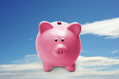τράπεζα λίγο piggy ροζ στοκ εικόνες