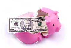 τράπεζα που σπάζουν piggy Στοκ φωτογραφία με δικαίωμα ελεύθερης χρήσης