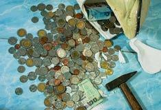 τράπεζα που σπάζουν piggy Στοκ Εικόνες