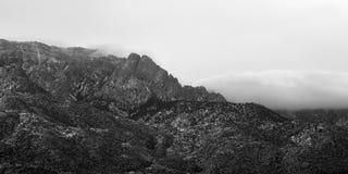 Τράπεζα σύννεφων στα βουνά Sandia το χειμώνα στοκ εικόνες