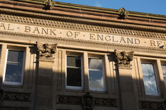 «Τράπεζα της Αγγλίας» που εγγράφεται σε ένα παλαιό κτήριο τραπεζών Στοκ φωτογραφία με δικαίωμα ελεύθερης χρήσης