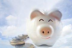 Τράπεζα Piggy για την αποταμίευση Στοκ φωτογραφία με δικαίωμα ελεύθερης χρήσης