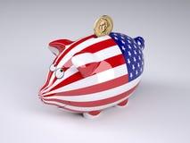Τράπεζα Piggy με την ΑΜΕΡΙΚΑΝΙΚΗ σημαία και το χρυσό νόμισμα δολαρίων Στοκ Φωτογραφία