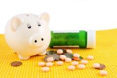 Τράπεζα Piggy με το φάρμακο Στοκ εικόνα με δικαίωμα ελεύθερης χρήσης