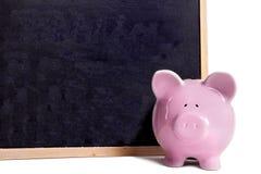 Τράπεζα Piggy, μικρός κενός πίνακας, που απομονώνεται στο λευκό, έννοια κεφαλαίων εκπαίδευσης κολλεγίων Στοκ Εικόνες
