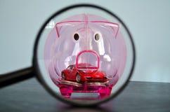 Τράπεζα Piggy πίσω από μια ενίσχυση - γυαλί Στοκ εικόνες με δικαίωμα ελεύθερης χρήσης