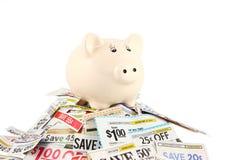 Τράπεζα Piggy στα δελτία Στοκ Φωτογραφίες