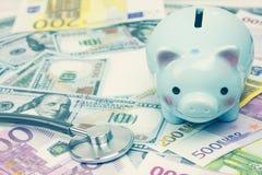 Τράπεζα Piggy στην έννοια χρημάτων για την επιχειρησιακή χρηματοδότηση, inve Στοκ φωτογραφία με δικαίωμα ελεύθερης χρήσης
