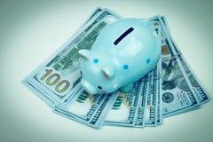 Τράπεζα Piggy στην έννοια χρημάτων για την επιχειρησιακή χρηματοδότηση, inve Στοκ εικόνα με δικαίωμα ελεύθερης χρήσης