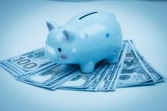Τράπεζα Piggy στην έννοια χρημάτων για την επιχειρησιακή χρηματοδότηση, inve Στοκ Εικόνα