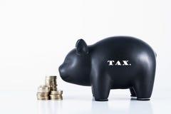 Τράπεζα Piggy - φόρος Στοκ Φωτογραφίες