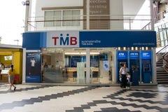Τράπεζα TMB μέσα στην έμφραξη Plaza Mee Σύγχρονο Plaza στο αστικό περιθώριο Στοκ Φωτογραφία