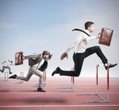 τρέξιμο έννοιας ανταγωνισμού επιχειρησιακών επιχειρηματιών χαρτοφυλάκων στοκ εικόνα