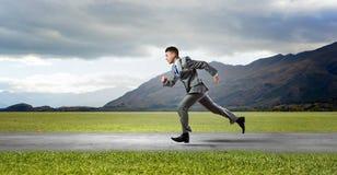 τρέξιμο έννοιας ανταγωνισμού επιχειρησιακών επιχειρηματιών χαρτοφυλάκων στοκ φωτογραφίες