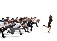 τρέξιμο έννοιας ανταγωνισμού επιχειρησιακών επιχειρηματιών χαρτοφυλάκων στοκ εικόνες με δικαίωμα ελεύθερης χρήσης
