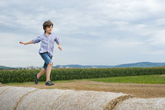 τρέξιμο αγοριών Στοκ εικόνες με δικαίωμα ελεύθερης χρήσης