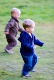 Τρέξιμο αγοριών Στοκ Εικόνες