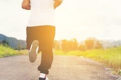 Τρέξιμο ατόμων και άποψη υποβάθρου φύσης πίσω άτομο Στοκ φωτογραφίες με δικαίωμα ελεύθερης χρήσης