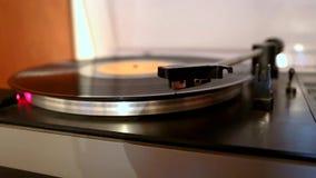 Τρέξιμο και παύση gramophone του δίσκου περιστροφικών πλακών απόθεμα βίντεο