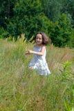 τρέξιμο κοριτσιών μικρό Στοκ εικόνα με δικαίωμα ελεύθερης χρήσης