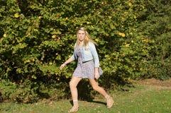 τρέξιμο κοριτσιών που φοβά Στοκ φωτογραφία με δικαίωμα ελεύθερης χρήσης