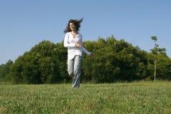 τρέξιμο κοριτσιών Στοκ εικόνα με δικαίωμα ελεύθερης χρήσης