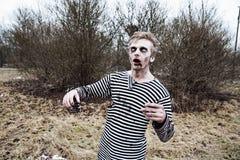 Τρέξιμο μακριά ή παραμονή που παίρνει δαγκωμένη Στοκ Εικόνες