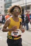 Τρέξιμο στα δροσερά γυαλιά ηλίου Στοκ Εικόνες