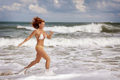 Τρέξιμο στην παραλία στοκ εικόνα