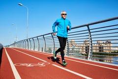 Τρέξιμο στη γέφυρα Στοκ εικόνες με δικαίωμα ελεύθερης χρήσης