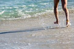 Τρέξιμο στη θάλασσα Στοκ Εικόνες