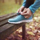 Τρέξιμο το φθινόπωρο Στοκ Εικόνες