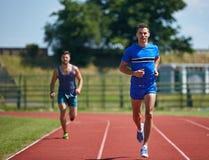 Τρέξιμο φίλων στοκ εικόνες