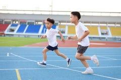 Τρέχοντας αγόρι Στοκ φωτογραφία με δικαίωμα ελεύθερης χρήσης