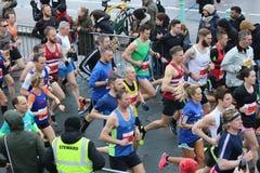 Τρέχοντας αθλητικοί υγιείς δρομείς άσκησης μαραθωνίου στοκ εικόνα