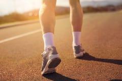 τρέχοντας αθλητισμός παπουτσιών δρομέων Πόδια και τρέχοντας κινηματογράφηση σε πρώτο πλάνο παπουτσιών Στοκ εικόνα με δικαίωμα ελεύθερης χρήσης