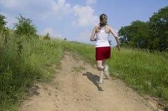 τρέχοντας ανηφορική γυναί&k Στοκ φωτογραφία με δικαίωμα ελεύθερης χρήσης