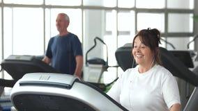 τρέχοντας ανώτερη treadmill γυναίκα φιλμ μικρού μήκους