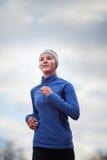 τρέχοντας γυναίκα πορτρέτου Στοκ Φωτογραφία