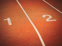 Τρέχοντας διαδρομή με τους αριθμούς 1 και 2 Στοκ Φωτογραφία