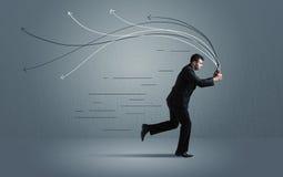 Τρέχοντας επιχειρηματίας με τη συσκευή και συρμένες τις χέρι γραμμές Στοκ Φωτογραφίες