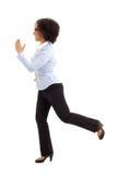 Τρέχοντας επιχειρησιακή γυναίκα αφροαμερικάνων που απομονώνεται στο λευκό Στοκ Εικόνα